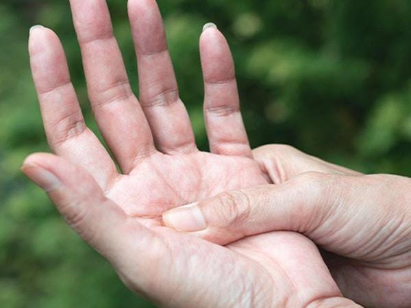 massage fingers
